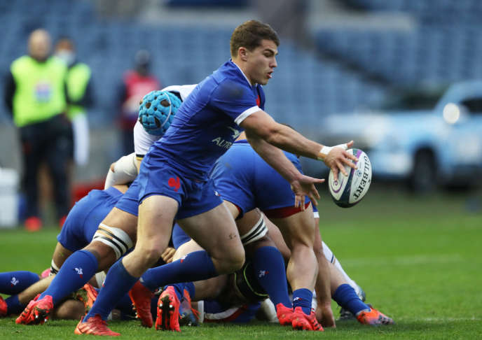 Antoine Dupont made talk about the precision of his game on foot against Scotland.