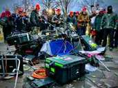 Unlimited destructiveness and hostility to the press of the right-wing extremist Trump supporters: they are satisfied in front of destroyed camera equipment.