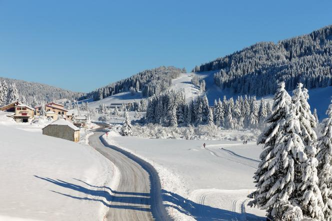 Near Lake Lamoura (the highest lake in the Jura), you can set off on the Transjurassienne route, or opt for family outings on skis.